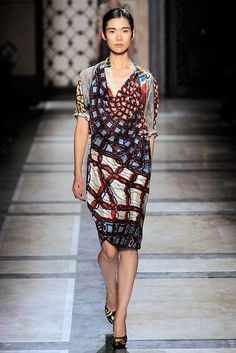 Dries Van Noten Spring 2010 RTW - Runway Photos - Fashion Week - Runway, Fashion Shows and Collections - Vogue Emo Dresses, Fashion Dresses, Short Sleeve Dresses, Dresses For Work, Summer Dresses, Party Dresses, How To Make Tutu, How To Wear, Tulle Skirt Tutorial