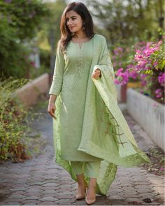 Fern Green Chanderi Kurta Set - Set Of Three by The Hemming Bird Party Wear Indian Dresses, Designer Party Wear Dresses, Pakistani Dresses Casual, Kurti Designs Party Wear, Dress Indian Style, Pakistani Dress Design, Indian Designer Outfits, Indian Wear, Indian Outfits