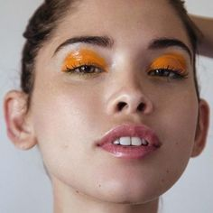 Brighten up your thursday with glossy orange eyelids, match with the Limedrop nailpolish colour #FreshlySqueezed  #limedrop #fashion #melbourne #beauty #inspo