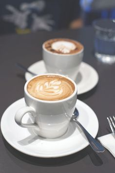 Coffee Latte Art, My Coffee, Coffee Drinks, Coffee Time, Coffee Shop Photography, Coffee Shop Aesthetic, Coffee Bread, Coffee Health, Cappuccino Machine