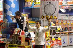 Tokyo - Les commerçants appâtent leurs clients à l'aide de bruyants mégaphones.