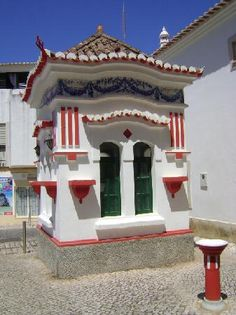 Kiosk, Lagos, Algarve - Portugal- Right by where I stay in Lagos, makes me smile every time i see it, such a funny little building. Algarve, Portugal Places To Visit, Learn Brazilian Portuguese, Kiosk, Spain Travel, Amazing Destinations, Food Truck, Trip Advisor, Beautiful Places
