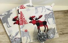 Christmas Moose Pot Holders https://www.rodalesorganiclife.com/home/best-flannel-gifts/slide/6
