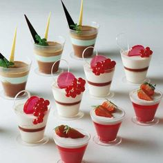 If you're looking for a fun and creative way to serve a light dessert after a meal, welcome to the world of dessert shooters!- mini desserts that are perfect for Valentine's Day. Served in any kind of small glass (think shot glass), a dessert. Dessert Party, Mini Dessert Cups, Dinner Party Desserts, Köstliche Desserts, Dessert Table, Delicious Desserts, Dessert Recipes, Yummy Food, Bonbon