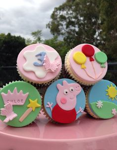 Piggy Party Ideas for Kids, Bright Table Decorations and Centerpieces Tortas Peppa Pig, Fiestas Peppa Pig, Deco Cupcake, Fondant Cupcake Toppers, Peppa Pig Birthday Cake, Peppa Pig Cupcake, Peppa E George, Pig Cupcakes, Fondant Animals