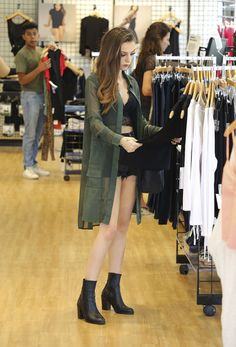 Cher Lloyd shows off her toned tum with husband Craig Monk in LA Celebrity Fashion Looks, Celebrity Style, Korean Fashion, High Fashion, Leo Women, All Black Looks, Cher Lloyd, Lace Crop Tops, American Apparel