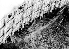 Excavando en Plaza Nueva para el primer proyecto de construcción del Metro de Sevilla, en 1980, se encontró a unos 15 metros de profundidad un ancla y un barco antiguo de madera,  el barco podemos intuirlo bastante bien junto a los muros hormigonados de aquel pozo....