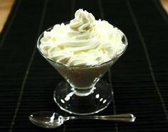 La crema diplomatica, viene erroneamente confusa per crema chantilly, che solitamente è preparata con panna, vaniglia e zucchero a velo.