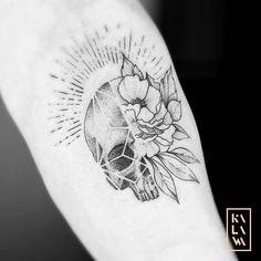 Vanity and flowers tattoo in dotwork. Skull, dead head, peony. Tatouage crane et pivoine. By KALAWA Tattooer - Tattoo dotwork artist from Aix-en-provence (FRANCE)