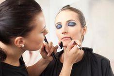 Google Image Result for http://cf.ltkcdn.net/makeup/images/std/154017-425x282-pro-makeup-artist-at-work.jpg