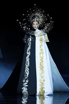 Catwalk Fashion, High Fashion, Classic Fashion, Crying In The Club, Oriental Fashion, Chinese Fashion, Textiles, Fantasy Dress, Character Outfits