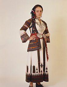 Τοπική ενδυμασία Περαχώρας. Αρχές 20ού αιώνα. Συλλογή ΠΛΙ, Ναύπλιο