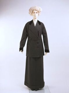 Costume (skirt and jacket)  John Redfern (1853-1929)  About 1911  London  Wool flannel with black velvet and silk lining  Museum no. T.39  Worn by Miss Heather Firbank