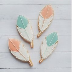 "Natalia Campbell on Instagram: ""Video tutorial on how to decorate a simple feather cookie Music for this video is by Bensound #feathers #boho #cookieart #feathercookies #bohocookies #cookietutorial #videotutorial #instavideo #tutorial #video #instagood #dessert #foodart #cookiesofinstagram #instabake #instacookies #edibleart #foodporn #foodshare #foodgasm #foodie #instagood #sweettreat #instadaily #decoratedcookiesnz #cookieliciousnz"""