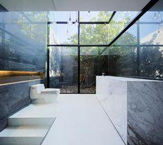 Salle de bain luxe ultra moderne en verre et en marbre. #salledebain #moderne #marbre