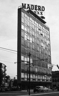 Augusto Álvarez y Juan Sordo Madaleno: edificio de oficinas en Manzanillo e Insurgentes Sur, Roma Sur, México D.F., 1950