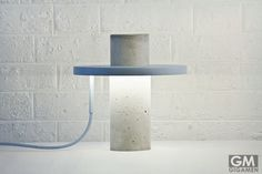 モダンでシンプルを極めたコンクリート製のテーブルランプ TOTEM