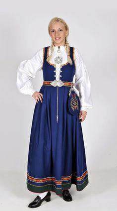 Vestfold 32 - Ny, sydd til dine mål Folk Costume, Costumes, Norwegian Clothing, Norwegian Wedding, Celtic Culture, Tribal Dress, Festival Wear, Ethnic Fashion, Traditional Dresses