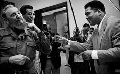 Fidel Castro con Teófilo Stevenson y Muhammad Alí en La Habana en agosto de 1996. El primero está considerado el mejor boxeador cubano de todos los tiempos y una de las grandes figuras mundiales del boxeo olímpico. Sobre la relación entre el boxeador cubano y el estadounidense