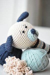 Cute puppy rattle for babies. Use cotton yarn to make it suitable for the littlest ones. Size: 19 cm Skill level: easy ALL LILLELIIS TOYS ARE ORIGINAL DESIGN. I PUT A LOT OF EFFORT IN CREATING THE CUTIES, WRITING PATTERNS, TAKING PHOTOS AND OFFERING YOU FRIENDLY CUSTOMER SERVICE. PLEASE SHOW YOUR RESPECT TOWARDS MY HARD …
