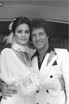 Lynda Carter and Ron Samuels married in 1977 Linda Carter, Hollywood Couples, Hollywood Stars, Gal Gadot, Diana, Wedding Abroad, Relationship Goals Pictures, Dance Poses, Marvel