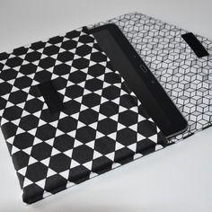 *nouveauté* housse pour tablette - molletonnée - tissus imprimés géométriques - tons noir et blanc