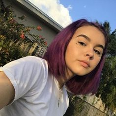 Her hair is fabulous Short Purple Hair, Pink Hair, Hair Inspo, Hair Inspiration, Permanent Hair Dye, Aesthetic Hair, Dye My Hair, Hair Goals, Her Hair
