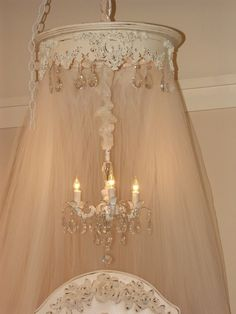 www.suzyhomefaker.blogspot.com  shabby chic bed canopy