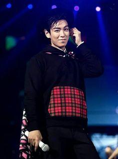TOP Smile Appreciation Hope you like it :) -Admin LD Daesung, Top Bigbang, Rapper, Big Bang Top, G Dragon Top, Top Choi Seung Hyun, Gd And Top, Hip Hop, Into The Fire