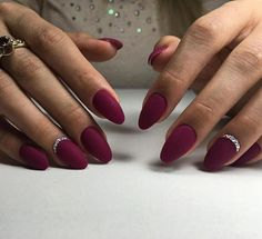 Easy nail art: Christmas ideas of manicures to inspire you idée festive nail art facile noël - Nail Designs Matte Nails, Red Nails, Swag Nails, Elegant Nail Art, Almond Shape Nails, Luxury Nails, Bridal Nails, Stylish Nails, Christmas Nails
