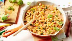 Viel buntes Gemüse, Nudeln und Tomatensauce gibt's in diesem leckeren Rezept von MAGGI für eine bunte Nudelpfanne.