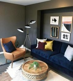Casa da Anitta: see the singer's mansion in Barra da Tijuca - Home Fashion Trend Blue Velvet Sofa Living Room, Brown And Blue Living Room, Blue Living Room Decor, Living Room Color Schemes, Paint Colors For Living Room, Living Room Designs, Blue Couches, Navy Couch, Brown Couch