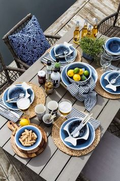 Beach Pretty House Style: Showstopping Blue & White Tablescapes for Summer Enter… Beach Pretty House Style: Showstopping Blue & White Tablescapes for Summer Entertaining Outdoor Dining, Dining Table, Outdoor Decor, Beautiful Table Settings, Deco Table, Decoration Table, Coastal Decor, Coastal Bedding, Modern Coastal