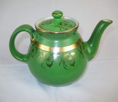 Vintage classic Hall 6 cup teapot. Green on Porcelain. USA. Gold trim with lid.