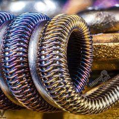 Sweet closeup of my interlocks by @goodcleanvapes Garrett 😎 #team_goon #aliencoil #goonrda #clampporn #subohm #nichrome80 #twistedmesses #528customvapes #kidneypuncherwire #instavape #vapestagram #coilart #coilart #coilbuild #coilsmith #coilarchitect #sickbuilds #cleanbuilds #vapeporn #doyouevencolorbro