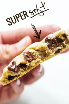 The BEST Soft Chocolate Chip Cookies - no overnight chilling, no strange ingredients, just a simple recipe for ultra SOFT, THICK chocolate chip cookies! Yummy Treats, Delicious Desserts, Sweet Treats, Yummy Food, Healthy Desserts, Baking Recipes, Cookie Recipes, Dessert Recipes, Cookies Receta