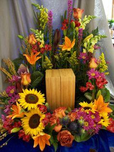 14 Funeral Urn Memorial Service Table Arrangement Ideas Urn Floral Arrangements Pinterest