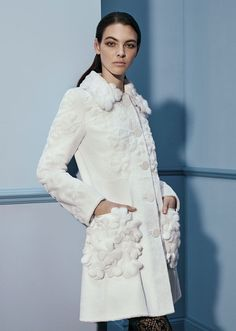 Collezione di Pellicce da donna sul sito ufficiale di Fendi. Acquista ora Cappotti e giacche in pelliccia firmati: pagamenti sicuri e spedizione gratuita!