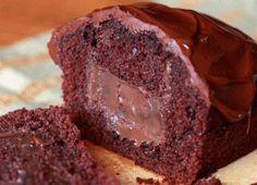 Recheado com brigadeiro, 'bolo surpresa' tira qualquer um da dieta - Gastronomia - Bonde. O seu portal