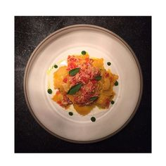 Ravioli du granchio, burrata e basilico . Crab ravioli, burrata and basil . Ravioli de crabe , burrata et basilic. #labottega #geneva #modernitalianfood #michelinstar #cheffrancesco #creazioni20016 #pasta #ravioli #crab #fredh #homemadepasta #pastalover #italianfood #instagood #yum #foodie #hungry #delicious #yummy #instafood #foodporn #foodphotography #lunch #instapic #visitgeneva