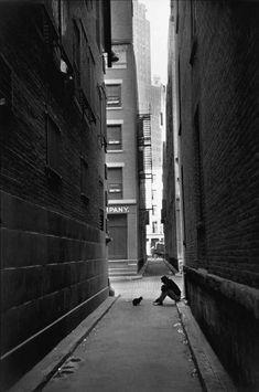 semioticapocalypse: Henri Cartier-Bresson. New York. 1947 [::SemAp Twitter || SemAp::]