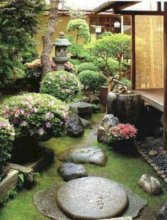 Japanese garden - inspiration for harmonious garden design Japanese garden - side yard idea? Would be nice to look out bedroom / bathroom windows and see nice zen garden.