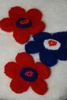 Heidis kreative sider: 17. mai-vesker 17. Mai, Norway, Diy And Crafts, Kids Rugs, Spring, Crochet, Decor, Decoration, Kid Friendly Rugs