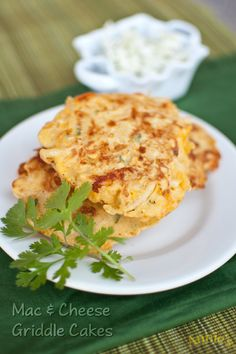 Jalapeño Mac and Cheese Griddle Cakes - Bernie's Bites #pancakes #macandcheese