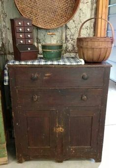 Love the simplicity of the items here, with all the old charm.