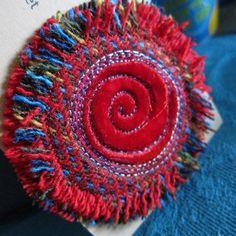 Magnifique broche fabriquée à partir de Tweed Harris tissé à la main dans l'archipel des Hébrides