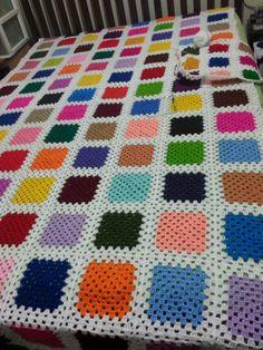 Colcha em lã para cama de solteiro, feita por Alayde