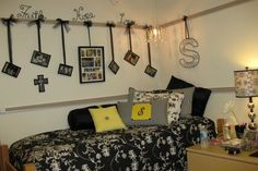 love the hanging wall decorations