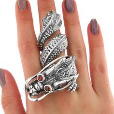 Inel dragon XL din argint 925 ‰, în combinație cu pietre de granat finisate caboșon.  Cod produs: DI4061 Greutate: 77.46 gr. Lungime: 8.00 cm Lățime: 4.00 cm Circumferință inel: 57 mm Reglabil: da Dragon, Lapis Lazuli, Topaz, Silver Rings, Jewelry, Jewlery, Jewerly, Schmuck, Dragons