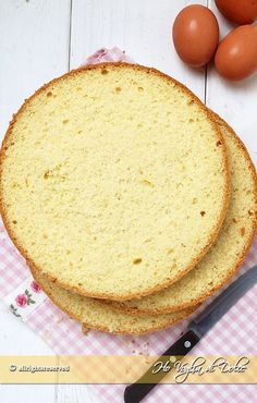 Pan di Spagna alto e soffice tutti i segreti e consigli per prepararlo facilmente in casa. Ricetta base facile ed infallibile, con conversioni e metodi Sweet Recipes, Real Food Recipes, Cooking Recipes, Italian Desserts, Just Desserts, Nutella, Italian Sponge Cake, Cooking Cake, Special Recipes